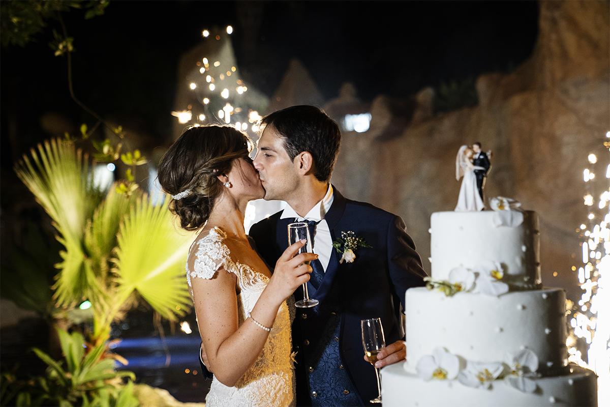 Foto del matrimonio in Sicilia con la torta nuziale